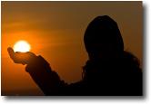 Il Sole in mano